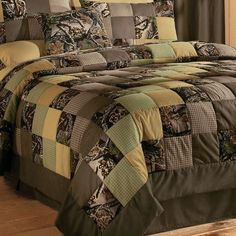 Cabela's: Camo Patchwork Quilt Sets trying to decide if I could indeed live with this. like the colors Camo Quilt, Camo Bedding, Bedding Sets, Home Design, Camo Rooms, Quilt Sets Queen, My New Room, Dream Bedroom, Country Decor