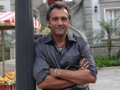 Domingos Montagner posa para foto nos intervalos das gravações (Foto: Salve…
