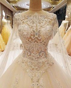 ❤️SONHO...POUCAS UNIDADES MENINAS❤️  ⚠️OBS: Alguns tamanhos esgotaram. Do PP ao XG. Somente em branco. ⚜️Valor: R$ 5950,00. ⚜️Em até 12x em todos os cartões de crédito. . Em boleto e deposito (10% de desconto) tb.  ⚜️Dúvidas enviem no nosso WhatssApp: (+55) 71 999868973.  ⚜️ #noivas #casamento #debutante #festa #princesa #madrinhas #princesa #saltos #casamentoriodejaneiro #saltosaltos #moda #casamentomaceio #salvador #brilho  #casamentosalvador #cerimonial #madrinhas #travels #weddingdre...