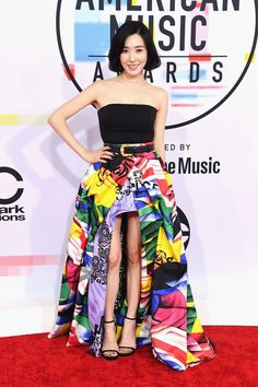 181009 Tiffany on the red carpet of the American Music Awards American Music Awards, Seohyun, Snsd, Strapless Dress Formal, Formal Dresses, Thing 1, Red Carpet Dresses, Red Carpet Fashion, Party Fashion