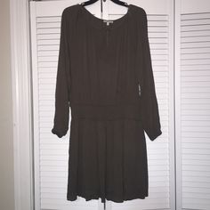 Dress Very cute and comfy olive green dress ! Used only once in great condition Dresses