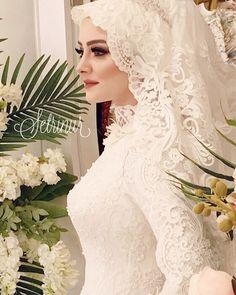 Setri Nur'u Tercih Etmenizin Binlerce Sebebi Var. Arabic Wedding Dresses, Muslim Brides, Pakistani Wedding Dresses, Dream Wedding Dresses, Designer Wedding Dresses, Bridal Dresses, Hijabi Wedding, Muslimah Wedding Dress, Bridal Hijab Styles