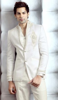 Glamour Hunt Party Wear Suit. Item Code: TSP2053 https://twitter.com/bharatplaza_in https://www.facebook.com/bharatplazaindianbridal