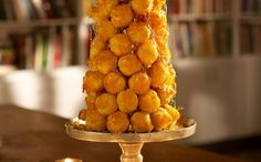 Caramel Croquembouche Holiday Tree - Your guests will be delighted with this dazzling display of caramel and cream puffs in a tree shape for Christmas or any holiday special occasion. And then they get to taste this incredible holiday dessert. Great Desserts, Christmas Desserts, Christmas Cookies, Christmas Appetizers, Pie Dessert, Eat Dessert First, Dessert Recipes, Dessert Table, Christmas Food Gifts