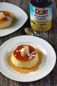 Delicious recipe of Pineapple and coconut flan, a tasty way of surprising your family with a yummy dessert, which you'll definitely enjoy. Custard Desserts, Delicious Desserts, Gourmet Recipes, Dessert Recipes, Cooking Recipes, Cream Cheese Flan, Coconut Flan, Boricua Recipes, Flan Recipe
