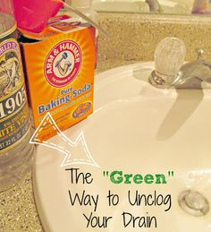 Easy DIY All-Natural Drain Unclogger | It's Always Ruetten |  #green #vinegar
