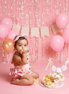Baby Cake Smash, 1st Birthday Cake Smash, Baby Girl Cakes, Cake Smash Outfit Girl, Half Birthday Baby, 1st Birthday Party For Girls, Happy Birthday, Gold Birthday, 1st Birthday Outfits