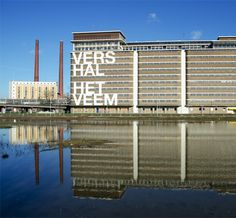 Vershal Het Veem, de dagelijkse overdekte versmarkt opStrijp-Sin Eindhoven. Ruiken, proeven, eten, drinken, kopen en koken. Dat eten we vandaag!