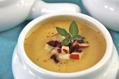 Soup with apples Bread Soup, Apple Soup, Cheeseburger Chowder, Cheddar, Vegetarian Recipes, Fruit, Apples, Food, Cheddar Cheese