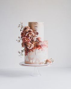 traditional wedding cakes Cake for breakfast Hard to say no when they look this good! Looking for some wedding cake inspiration Check out laombrecreations their feed is full of gorgeous-looking, mouth-watering cakes! Pretty Wedding Cakes, Wedding Cake Designs, Pretty Cakes, Beautiful Cakes, Amazing Cakes, Wedding Nails, Wedding Cake Vintage, Wedding Cake Two Tier, Autumn Wedding Cakes