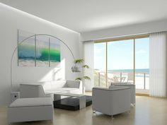 salones blancos con vistas a la playa