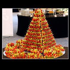Pyramide brochettes de fruits, Pour décorer un buffet,  - Gourmandise Tunisie