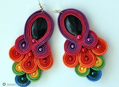 Soutache Pattern, Soutache Tutorial, Polymer Clay Charms, Polymer Clay Earrings, Jewelry Crafts, Jewelry Art, Handmade Necklaces, Handmade Jewelry, Soutache Necklace
