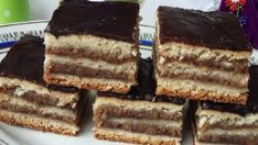 Lahodný domácí dezert s ořechovou náplní a jemnou chutí – připravený za 35 minut!   Vychytávkov Zserbo Recipe, My Recipes, Sweet Recipes, Oreo Cupcakes, Hungarian Recipes, No Bake Cookies, Sweet Desserts, Cakepops, Nutella