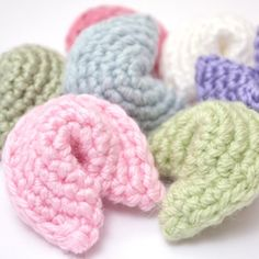 Make some amigurumi fortune cookies with this free crochet pattern.