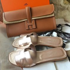 Sandals and sliders are naturally ideal for hot weather and desert conditions. Whatever you're personal style, fashion footwear designers promises to present Hermes Bags, Hermes Handbags, Burberry Handbags, Luxury Handbags, Tote Handbags, Purses And Handbags, Leather Handbags, Leather Totes, Gucci Purses