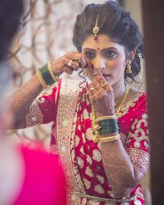 Setting up the final tone!! #mirror #mirrorimage #bride #candid #candid moments…