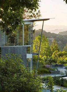 Feldman Architecture designed this minimal concrete, wood, and glass home nestled in California Wine Country. Hillside Garden, Garden Pavilion, Hillside Landscaping, Landscaping Ideas, Sunrise Home, Steel Columns, Wine Country, Art And Architecture, Interior And Exterior