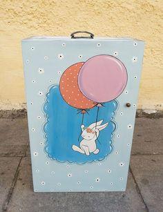 →Παιδικό ντουλαπάκι βάπτισης ζωγραφισμένο στο χέρι!! Τα κουτιά ζωγραφίζονται με οποιοδήποτε θέμα επιλέξετε!!   #baby #κουτιβαπτισης #βαπτιση #happy #artista Artists