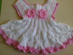 Robe blanche et rose avec ses grilles gratuites ! - Modèles pour Bébé au Crochet