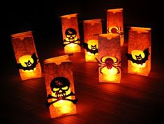 Halloween decoration idea using decorated luminary bags with candles inside. You can decorate your hallway or pathway with these Halloween DIY decorations Halloween Lanterns, Diy Halloween Decorations, Halloween Projects, Easy Halloween, Halloween Party, Halloween Stuff, Paper Bag Lanterns, Paper Bag Crafts, Paper Bags