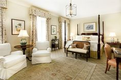 The Planter's Inn is THE place to stay in Charleston! In the heart of Historic Charleston, it offers the best southern hospitality with elegant rooms and plush accommodation. Friends of Helena Fox Fine Art always get special treatment!