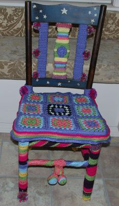 I finally finished the chair in my studio with crochet........and on to the next project