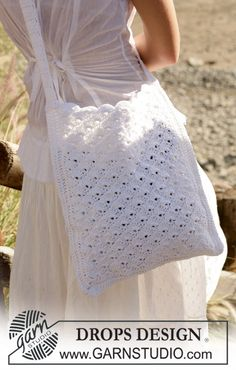 "DROPS Crochet bag in ""Bomull-Lin""."