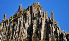 Coloanele de bazalt de zeci de metri de la Detunata, in extremitatea estică a Munţilor Metaliferi.