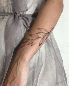 Cool Little Wrist Tattoos - tattooi . - Cool little wrist tattoos – tattoo images - Leaf Tattoos, Flower Tattoos, Body Art Tattoos, Sleeve Tattoos, Tattoo Forearm, Shaded Tattoos, Flower Tattoo On Ribs, Line Art Tattoos, Ankle Tattoo