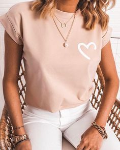 Style:Brief Pattern Type:Print Material:Polyester Neckline:Round Neck Sleeve Style:Short Sleeve Length:Regular Occasion:Casual Package Note: There might be difference accordin. Casual T Shirts, Cute Shirts, Casual Tops, Trend Fashion, Look Fashion, Tops Online Shopping, Shopping Sites, Shirt Bluse, Heart Print