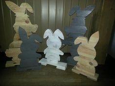 Paashazen gemaakt van pallet hout