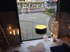 Showroom winkel interieur verlichting led .  . Led Hanglamp  . Sommige led hanglampen plafondlampen met afstandbediening en 7 x dimbaar .Ook draadbol 80 a 50cm voor vide . En vloerlampen en booglampen ... Voor eettafel , tafel , woonkamer , woonkeuken , keuken , slaapkamer , vide of bedrijf. Home interior lights / ONLINE SHOP : click on this LINK ( www.rietveldlicht.nl )