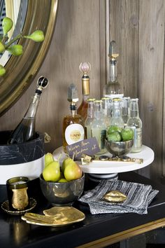 Kelly Wearstler Bar Live your best life with health and wellness tips backed by leading experts. Bar Cart Styling, Bar Cart Decor, Tray Styling, Styling Tips, Bandeja Bar, Mini Bar, Bar Tray, Trays, South Shore Decorating