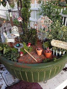 Container Gardening 52 Lovely and Magical Miniature Fairy Garden Ideas Mini Fairy Garden, Fairy Garden Houses, Gnome Garden, Fairies Garden, Garden Crafts, Garden Projects, Garden Art, Diy Projects, Cottage Rose