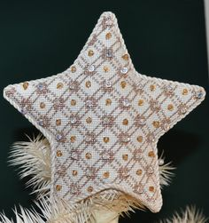 Elegant needlepoint Christmas tree topper I've been thinking of doing something along this line for my main tree