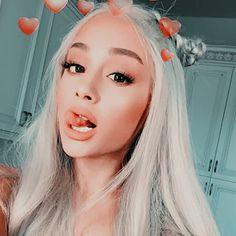 AP — like c. Ariana Grande Profile, Ariana Grande Photoshoot, Ariana Grande Cute, Ariana Grande Pictures, Icons Twitter, Mode Disco, Ariana Video, Ariana Grande Wallpaper, Dangerous Woman