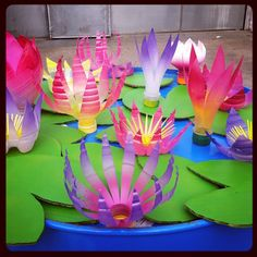 Nénuphars en bouteille, recyclage New Year's Crafts, Diy And Crafts, Chinese New Year Crafts, Diy Y Manualidades, Centre, Flower Power, Oriental, Candles, Activities