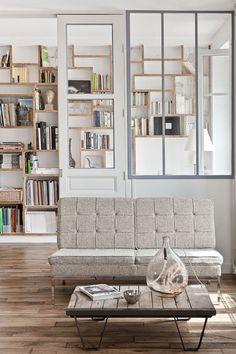 本棚が幾何学模様みたいで面白い。