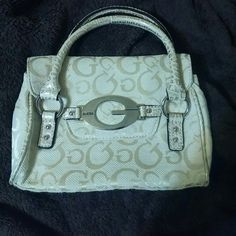d1ccc37e8f25 Guess handbag Make me an offer! How To Make HandbagsGuess ...