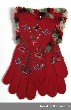 """Høgkrågå-vott. Norwegian knitted and embroidered gloves from 1939.The site has several lovley mittens, gloves and cuff. Search for """"vott"""" or """"håndplagg"""""""