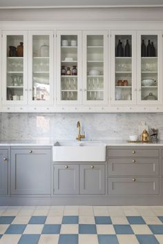 This type of cheap kitchen cabinets is undeniably a remarkable style alternative. Cheap Kitchen Cabinets, Kitchen Cabinet Colors, Ikea Kitchen, Kitchen Layout, Kitchen Design, Kitchen Decor, Home Luxury, Gray And White Kitchen, Concrete Kitchen