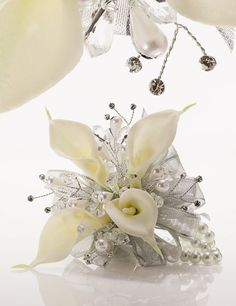 Silvery Sheer Ribbon & Ivory Pearls Add Elegance to White Calla Lilies Prom Flowers, Wedding Flowers, Wedding Stuff, Wedding Dress, Homecoming Corsage, Homecoming Ideas, Bride Bouquets, Boquet, Amnesia Rose