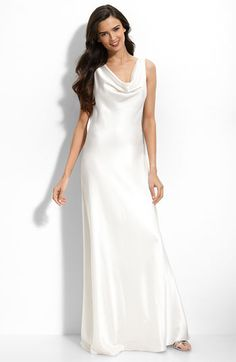 Looking a little more like the dress Courtney wore on GH when she married Jason...I soooo want that dress!!!!!