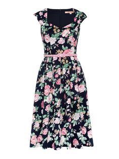 The Phillipa Floral Dress is made for the classic prom girl. The divine sweetheart neckline and pleated skirt is brought to life with this vivid pink rose floral print on a navy blue base. If you love pockets, then this is the dress for you! The dress features two side pockets for convenient storing of pretty little things. If the dress wasn't lovely enough already, it has been perfected with the addition of a soft pink belt and pleated cap sleeves.