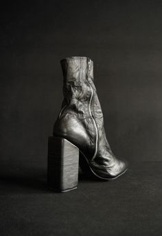 MS17-B04 / CCWDMOSS leather boots created and painted by hand. Artisanal work by Andrey Moss.