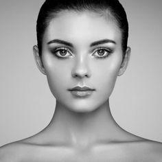 Beautiful woman face photo by heckmannoleg on Envato Elements Makeup Trends, Beauty Trends, Best Beauty Tips, Beauty Hacks, Jennifer Lopez, Kim Kardashian, Chin Reduction, Chiseled Jawline, Le Contouring