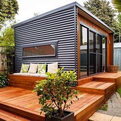 Incredible and cozy backyard studio shed design ideas Backyard Office, Outdoor Office, Cozy Backyard, Backyard Studio, Backyard Sheds, Garden Office, Outdoor Rooms, Backyard Cottage, Tiny Backyard House