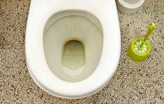 Toilet med brune striber i kummen
