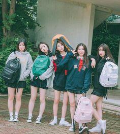 Ulzzang Korean Girl, Ulzzang Couple, Friend Outfits, Girl Outfits, Muslim Fashion, Korean Fashion, Foto Cartoon, Korean Best Friends, Girl Friendship